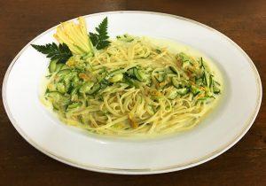 Linguine Pasta con Fiori di Zucchine e Zucchine